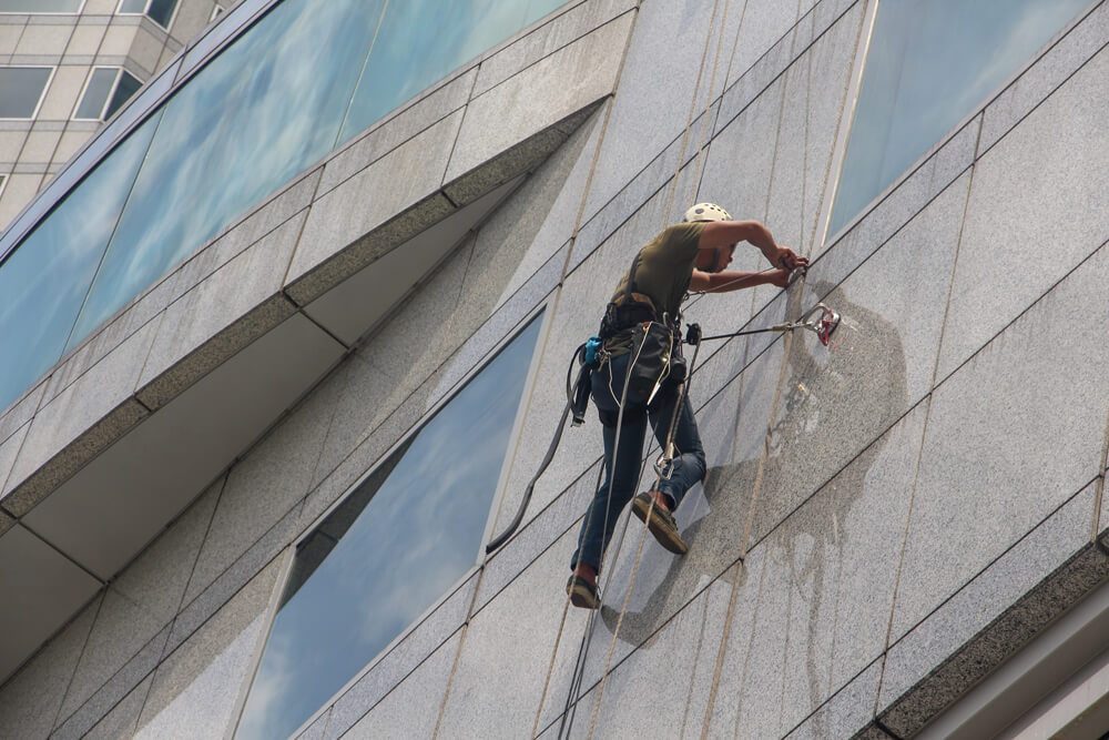 Risks and Rules for Commercial Window Cleaning